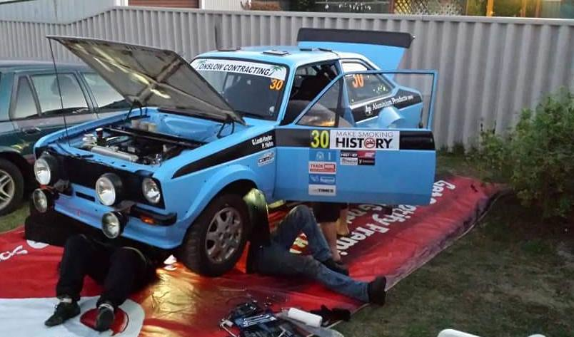 Pulling the gearbox again in the Escort before the event starts